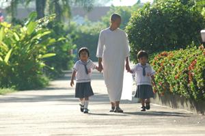 The Personal Journey of Acharn Yai, Buddhist Nun